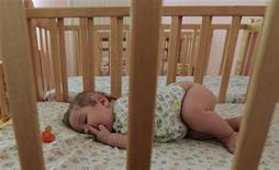 Aunque los padres pueden desesperarse a veces con que sus hijos duerman lo suficiente, especialmente con las tácticas de pedir otro cuento u otro vaso de agua, los niños en Estados Unidos parecen dormir las horas de sueño recomendadas. REUTERS/Ilya Naymushin