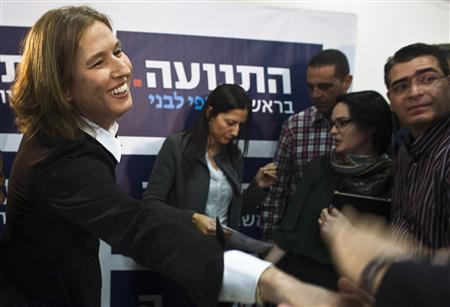 Former centrist Israeli Foreign Minister Tzipi Livni (L) greets supporters during a news conference in Tel Aviv November 27, 2012. REUTERS/Nir Elias