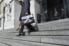 Un'immagine dell'ingresso della borsa di Milano. REUTERS/Paolo Bona