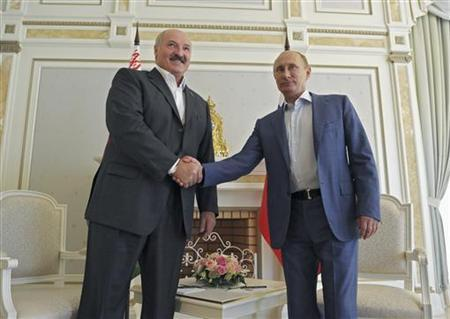Russia's President Vladimir Putin (R) shakes hands with his Belarussian counterpart Alexander Lukashenko during their meeting at the Bocharov Ruchei state residence in Sochi September 15, 2012. REUTERS/Alexsey Druginyn/Ria Novosti/Pool/Files