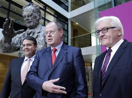Former German finance minister Peer Steinbrueck, Social Democratic (SPD) faction leader Frank-Walter Steinmeier (R) and SPD leader Sigmar Gabriel (L) pose after a news conference at the party headquarters in Berlin September 28, 2012. REUTERS/Tobias Schwarz