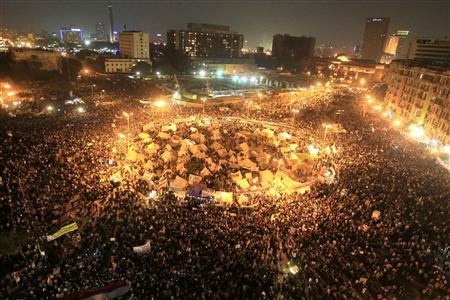 A general view of anti-Mursi protesters gathering at Tahrir Square in Cairo November 27, 2012. REUTERS/Mohamed Abd El Ghany