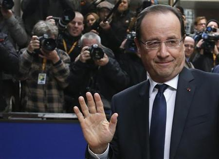 France's President Francois Hollande waves as he arrives at the European Union (EU) council headquarters for an EU leaders summit discussing the EU's long-term budget in Brussels November 23, 2012. REUTERS/Francois Lenoir