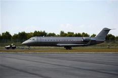 A VistaJet Canadair CL-600-2B19 Challenger 850 aircraft is taxied at an airfield in Singapore February 1, 2010. REUTERS/Tim Chong