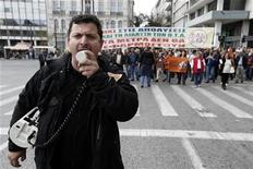 Municipal employees march to the Administrative Reform Ministry during a protest rally in Athens November 27, 2012. REUTERS/Yorgos Karahalis