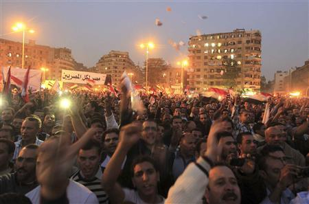 Anti-Mursi protesters chant anti-government slogans at Tahrir Square in Cairo November 27, 2012. REUTERS/Mohamed Abd El Ghany