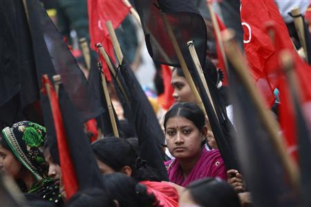 Garment workers take part in a rally against the deaths of their colleagues, after a devastating fire in a garment factory, in Dhaka November 27, 2012. REUTERS/Andrew Biraj