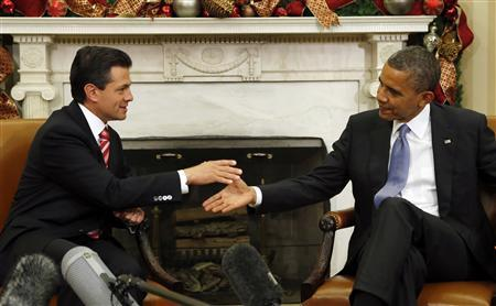 U.S. President Barack Obama (R) meets with Mexico's President-elect Enrique Pena Nieto in the Oval Office of the White House in Washington November 27, 2012. REUTERS/Kevin Lamarque
