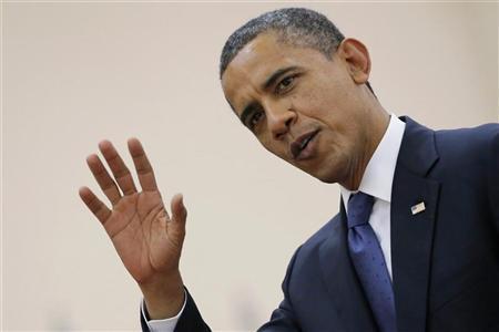 U.S. President Barack Obama waves as he leaves the 21st ASEAN (Association of Southeast Asian Nations) and East Asia summit in Phnom Penh November 20, 2012. REUTERS/Damir Sagolj