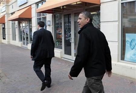U.S. President Barack Obama leaves after visiting One More Page Books store in Arlington, Virginia, November 24, 2012. REUTERS/Yuri Gripas (UNITED STATES - Tags: POLITICS) SOCIETY)