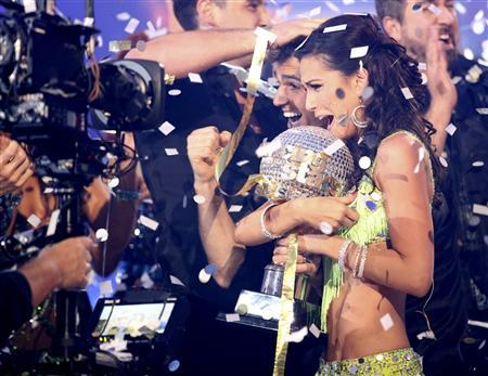 Contestants Melissa Rycroft and Tony Dovolani (C) hold the mirror ball trophy as they are crowned champions on the season finale of ABC's ''Dancing with the Stars: All-Stars'' in Los Angeles November 27, 2012, in this ABC publicity photograph. Rycroft was crowned champion on Tuesday, propelled by perfect scores from the judges and fan votes which spelled victory for the television host. Picture taken and released on November 27. REUTERS/Adam Taylor/ABC/Handout