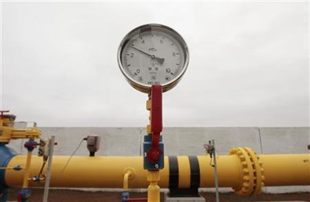 A pressure-gauge is seen at a gas-distributing station after it was opened near the village of Atolino, some 20km (12 miles) south of Minsk, November 22, 2012. REUTERS/Vasily Fedosenko