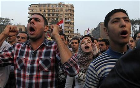 Anti-Mursi protesters chant anti-government slogans in Tahrir Square in Cairo November 27, 2012. REUTERS/Asmaa Waguih (EGYPT - Tags: CIVIL UNREST POLITICS)