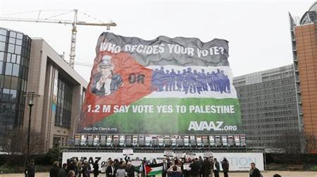 Activists unveil a giant Palestine flag in support of a Palestinian statehood outside the European Union Council in Brussels November 19, 2012. REUTERS/Francois Lenoir