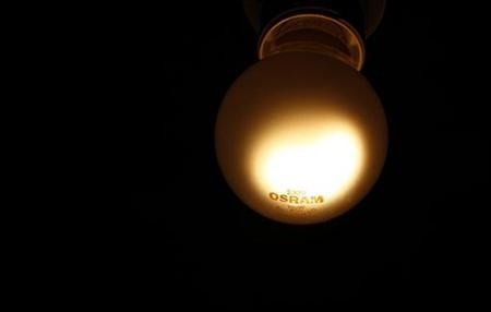 A traditional light bulb (100 watt) of lamp manufacturer Osram is pictured in Germering near Munich November 28, 2012. REUTERS/Michaela Rehle (GERMANY - Tags: BUSINESS ENERGY)