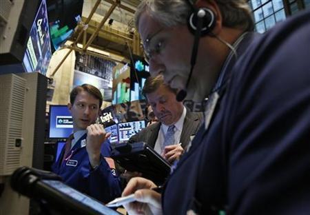 Traders work on the floor of the New York Stock Exchange, November 27, 2012. REUTERS/Brendan McDermid