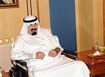 El rey saudí Abdulá apareció el miércoles en la televisión estatal por primera vez desde que fue sometido a una operación de 11 horas en la espalda el 17 de noviembre, mitigando los temores sobre su salud. Imagen del rey en la recepción del 28 de noviembre en Riad. REUTERS/Saudi Press Agency/Handout