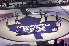 The Toronto Maple Leafs' Hall of Fame members stand on a Leafs logo after the final game at Maple Leaf Gardens in Toronto February 13. PJ/WS