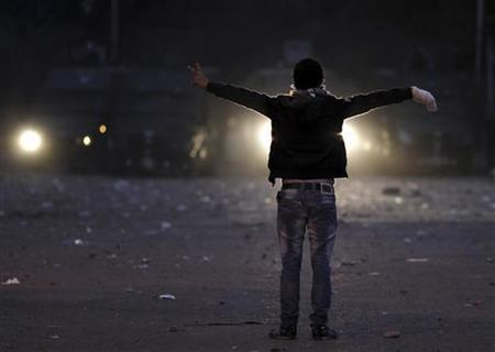 A protester gestures during clashes with riot police along a road which leads to the U.S. embassy, near Tahrir Square in Cairo, November 28, 2012. REUTERS/Amr Abdallah Dalsh