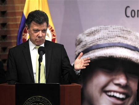 Colombia's President Juan Manuel Santos gives a speech during the inauguration of the 57th National Coffee Congress in Bogota November 28, 2012. REUTERS/Jose Miguel Gomez
