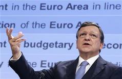 La Comisión Europea presentó el miércoles sus planes para una reforma fundamental en la estructura de la eurozona, que incluye la posibilidad de un presupuesto común para la zona de moneda única y emitir deuda conjunta en los años por venir. Imagen del presidente de la Comisión Europea, José Manuel Durao Barroso, en una rueda de prensa en la sede de la Comisión en Bruselas el 28 de noviembre. REUTERS/François Lenoir
