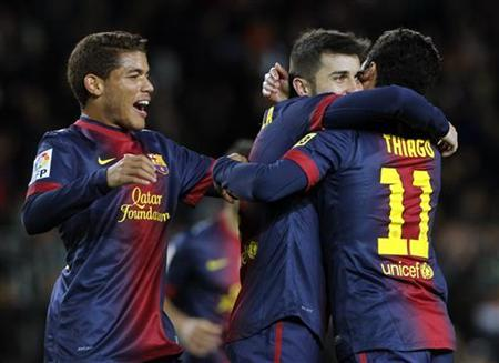 Barcelona's David Villa (C) celebrates a goal with his teammates Thiago Alcantara (R) and Jonathan Dos Santos during their Spanish King's Cup soccer match against Alaves at Camp Nou stadium in Barcelona, November 28, 2012. REUTERS/Albert Gea