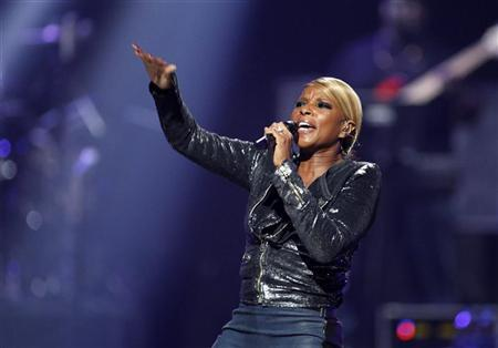 Singer Mary J. Blige performs during second day of the 2012 iHeartRadio Music Festival at the MGM Grand Garden Arena in Las Vegas, Nevada September 22, 2012. REUTERS/Steve Marcus