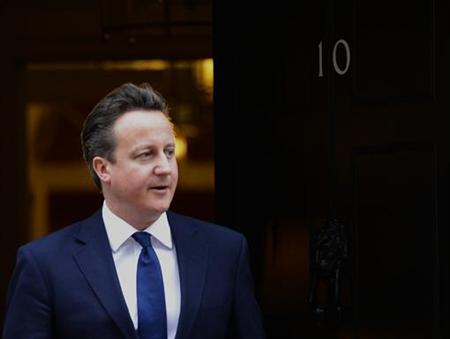 Britain's Prime Minister David Cameron awaits Kuwait's Emir in Downing Street in London November 28, 2012. REUTERS/Paul Hackett