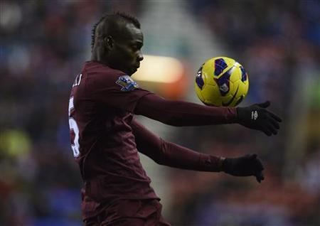 Manchester City's Mario Balotelli controls the ball during their English Premier League soccer match against Wigan Athletic in Wigan, northern England November 28, 2012. REUTERS/Nigel Roddis