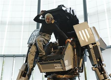 Japanese artist Kogoro Kurata, inventor of the giant ''Kuratas'' robot, climbs out of its cockpit at an exhibition in Tokyo November 28, 2012. REUTERS/Kim Kyung-Hoon
