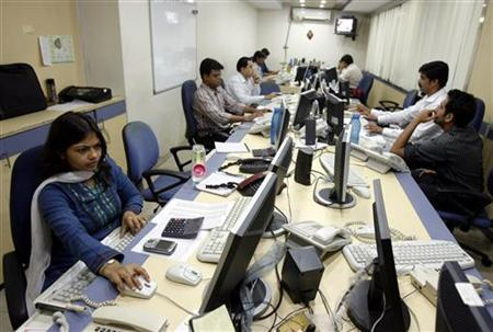 Brokers trade on their computer terminals at a stock brokerage firm in Mumbai May 4, 2009. REUTERS/Punit Paranjpe/Files