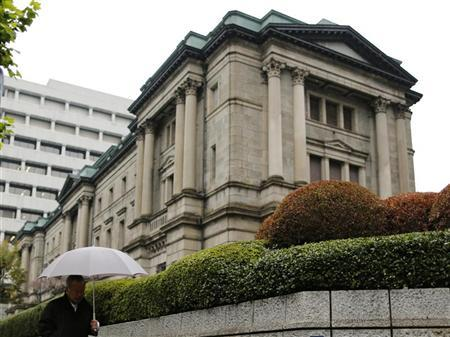 A man walks past the Bank of Japan (BOJ) headquarters in Tokyo November 26, 2012. REUTERS/Yuriko Nakao