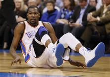 Oklahoma City Thunder forward Kevin Durant slides to the floor on a play against the Houston Rockets in the second half of NBA basketball game in Oklahoma City, Oklahoma November 28, 2012. REUTERS/Bill Waugh
