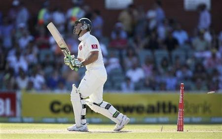 Australia's Ricky Ponting reacts after he is bowled by South Africa's Dale Steyn at the Adelaide cricket ground during the third day's play of their second cricket test match, in Adelaide November 24, 2012. REUTERS/Regi Varghese