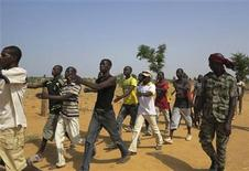 Members of a Malian pro-government militia operating in government-controlled areas take part in a training session at their base in Sevare, about 600 km (400 miles) northeast of the capital Bamako November 12, 2012. Picture taken November 12, 2012. REUTERS/Adama Diarra