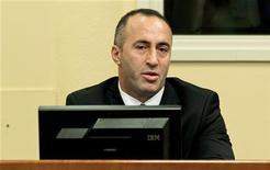 Ex-premiê do Kosovo e ex-comandante do Exército de Liberação do Kosovo, Ramush Haradinaj, vai a julgamento no Tribunal Penal Internacional, em Haia. 29/11/2012 REUTERS/Koen van Weel/Pool