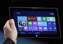 Presidente-executivo da Microsoft Steve Ballmer diz que companhia deveria ter entrado no disputado mercado de tablets mais cedo. 25/10/2012 REUTERS/Lucas Jackson