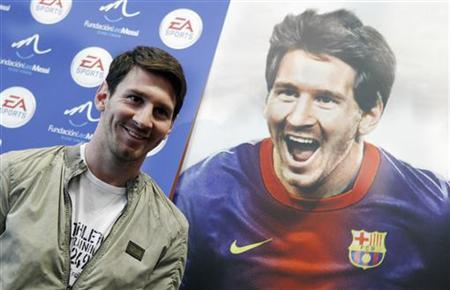 Barcelona's soccer player Lionel Messi poses during a presentation of the videogame ''FIFA 13'' at Camp Nou stadium in Barcelona, November 22, 2012. REUTERS/Albert Gea