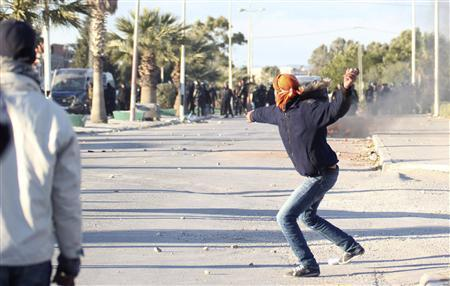 A protester throws stones at police during clashes in Siliana November 29, 2012. At least 200 people were injured when Tunisians demanding jobs clashed with police on Tuesday and Wednesday in the city of Siliana in a region on the edge of the Sahara desert that has long complained of economic deprivation. REUTERS/Mohamed Amine ben Aziza