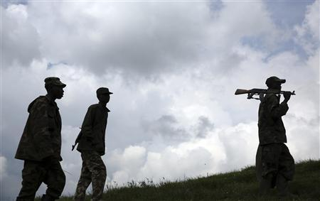 M23 rebel fighters walk up a hill in Mushake, 70 km (40 miles) west of Goma November 29, 2012. REUTERS/Goran Tomasevic