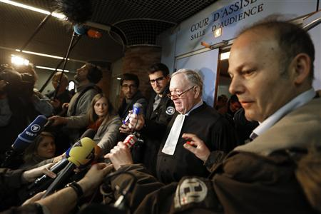 Olivier Metzner (C), French lawyer for U.S. Continental Airlines, speaks to journalists after the verdict in the Concorde appeal trial at the courthouse of Versailles near Paris November 29, 2012. REUTERS/Charles Platiau