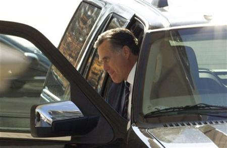 Former U.S. Republican presidential nominee Mitt Romney is pictured as he arrives at the White House for a private lunch with U.S. President Barack Obama at the White House in Washington, November 29, 2012. BEST QUALITY AVAILABLE REUTERS/Jason Reed
