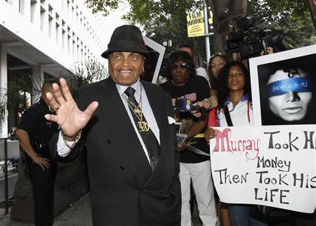 Joe Jackson, father of the late pop star Michael Jackson, leaves the courthouse during Dr. Conrad Murray's trial in the death of his son in Los Angeles September 28, 2011. REUTERS/Mario Anzuoni
