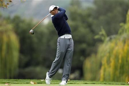 Tiger Woods of the U.S. tees off on the fifth hole during the first round of the World Challenge golf tournament in Thousand Oaks, California, November 29, 2012. REUTERS/Danny Moloshok
