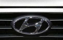 A Hyundai logo is seen on a car at the Paris Mondial de l'Automobile, September 28, 2012. The Paris auto show opens its doors to the public from September 29 to October 14. REUTERS/Christian Hartmann