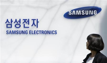 An employee of Samsung Electronics walks past the company main office in Seoul April 6, 2010. REUTERS/Lee Jae-Won