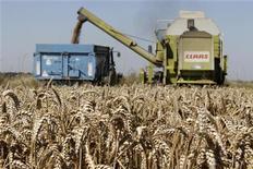 <p>Les prix à la production de l'industrie française ont augmenté de 0,5% en octobre après avoir déjà progressé de 0,4% en septembre, un chiffre légèrement révisé à la hausse (+0,3% en première estimation), selon les données publiées vendredi par l'Insee. /Photo prise le 12 août 2012/REUTERS/Pascal Rossignol</p>
