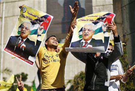 Palestinians hold posters of President Mahmoud Abbas during a rally in support of Abbas's efforts to secure a diplomatic upgrade at the United Nations, in Gaza City November 29, 2012. The U.N. General Assembly is set to implicitly recognize a sovereign state of Palestine on Thursday despite threats by the United States and Israel to punish the Palestinian Authority by withholding much-needed funds for the West Bank government. REUTERS/Suhaib Salem