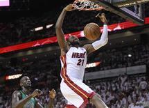 <p>Champion NBA avec le Miami Heat en juin dernier, le basketteur français Ronny Turiaf, en mal de temps de jeu et diminué par des blessures ces trois dernières saisons, retrouve le sourire cette saison avec son nouveau club les Los Angeles Clippers, qui évoluent dans une ville où il se sent bien. /Photo prise le 30 mai 2012/REUTERS/Andrew Innerarity</p>