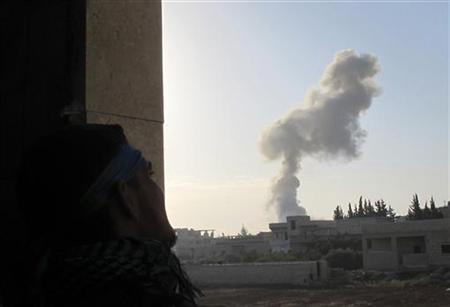 A Free Syrian Army fighter takes position as smoke rises from Taftanaz airport during President Bashar al-Assad's forces and the Free Syrian Army clashes in Taftanaz area near Idlib November 3, 2012. REUTERS/Abdalghne Karoof (SYRIA - Tags: CIVIL UNREST MILITARY POLITICS CONFLICT)